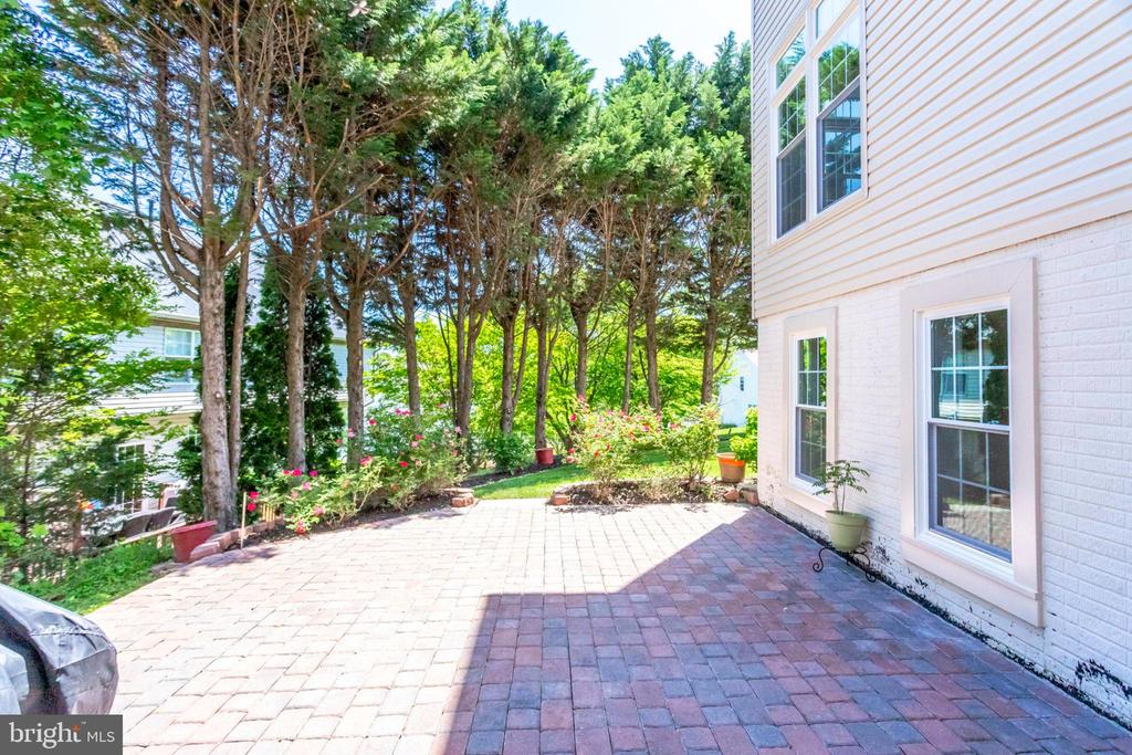 Rear View of Home with Brick patio - 7900 GREENEBROOK CT, FAIRFAX STATION