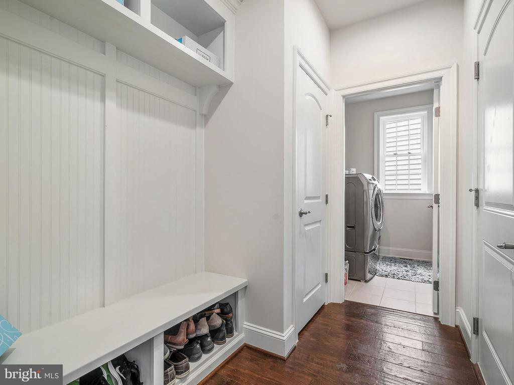 Laundry Room & Mud room with built in cubbies - 42168 THORLEY PL, CHANTILLY