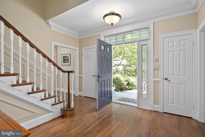 Additional photo for property listing at 6612 Quaker Ridge Rd North Bethesda, Maryland 20852 United States