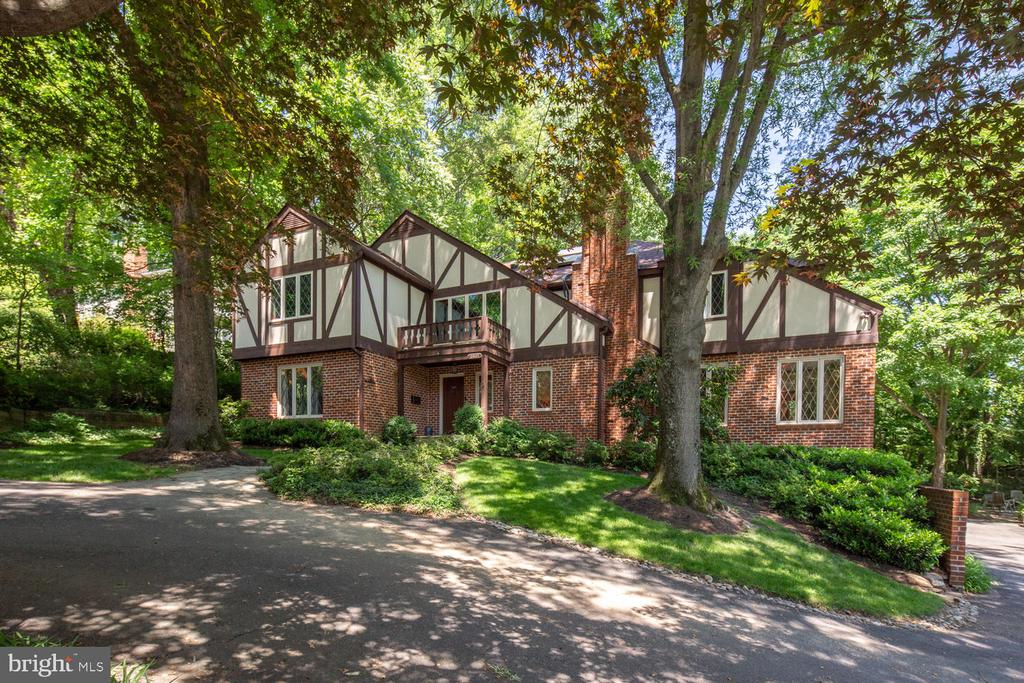 A house away from Potomac Overlook Regional Park - 2821 N QUEBEC ST, ARLINGTON