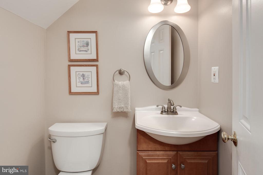 Lower level half bath - 2821 N QUEBEC ST, ARLINGTON