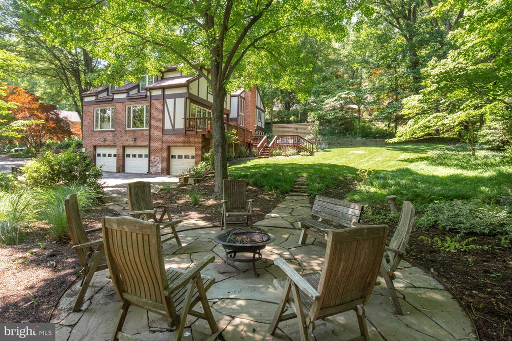 Views toward home from the fire pit - 2821 N QUEBEC ST, ARLINGTON
