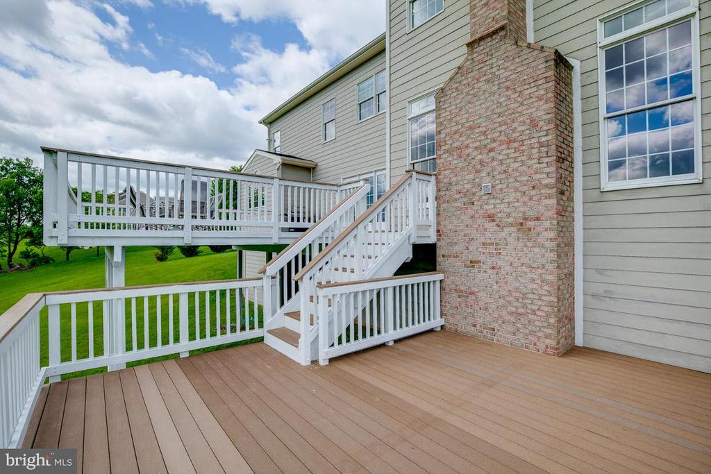 An entertainers dream deck - 15052 BANKFIELD DR, WATERFORD