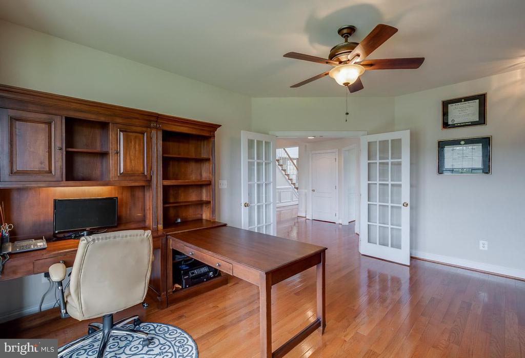 Den facing outward - 15052 BANKFIELD DR, WATERFORD