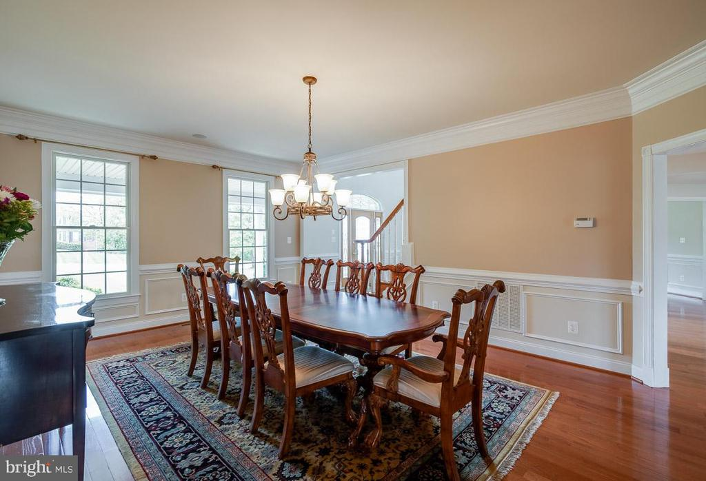 Beautiful trim work carried throughout the space - 15052 BANKFIELD DR, WATERFORD