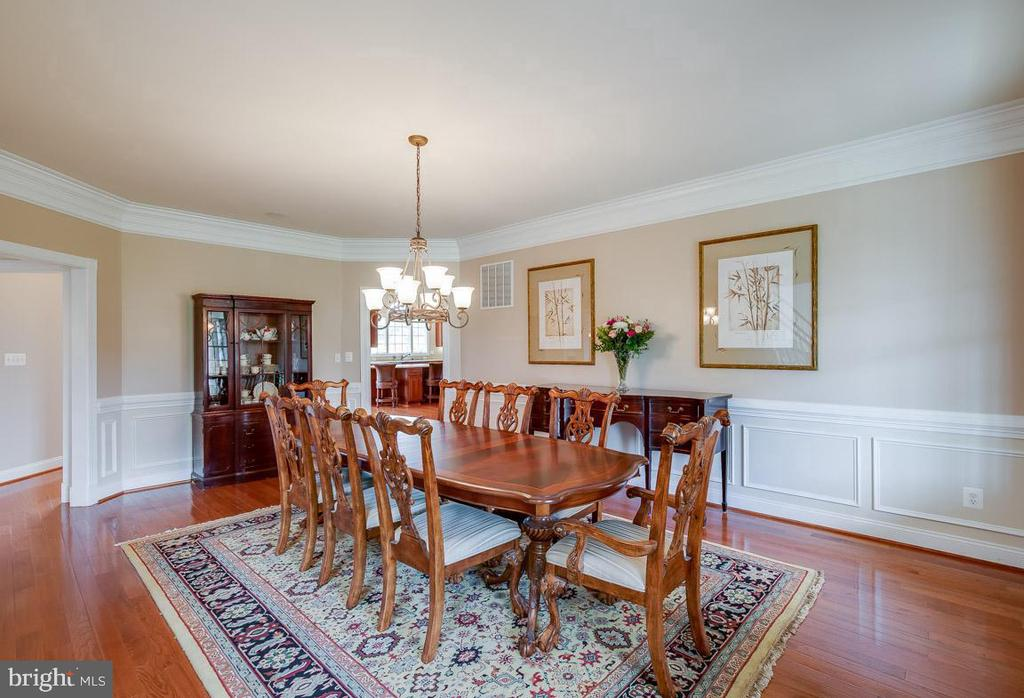 Generously sized Formal Dining - 15052 BANKFIELD DR, WATERFORD