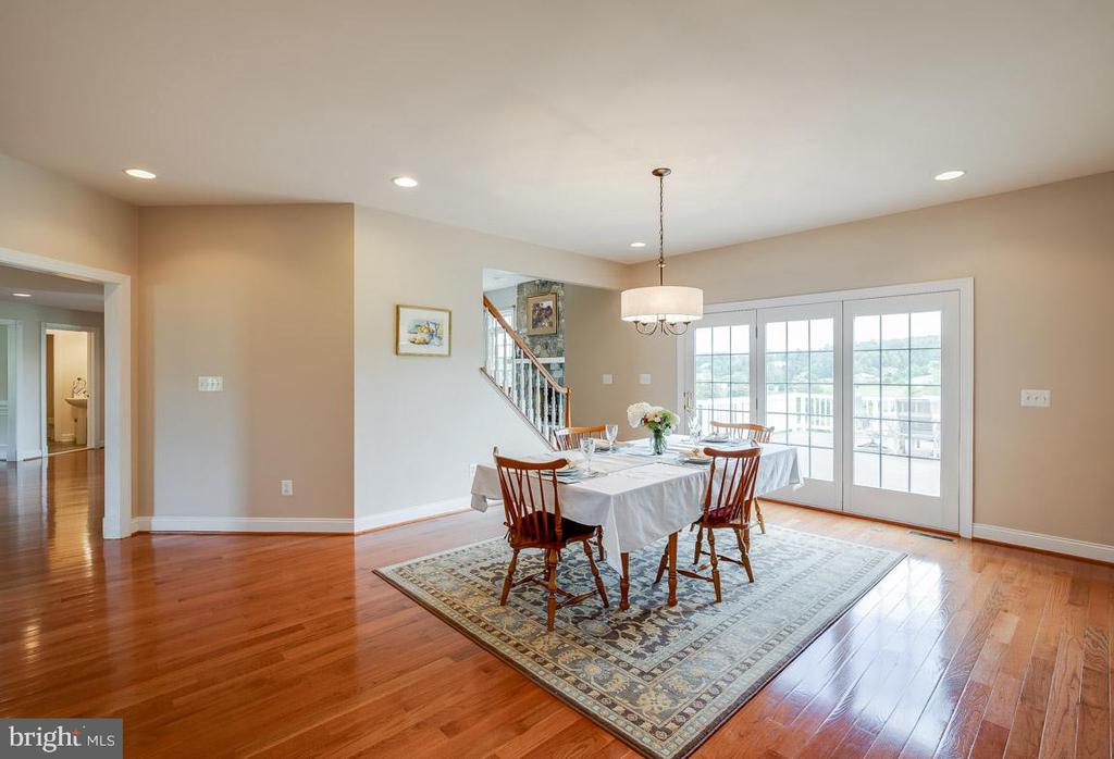 Breakfast table looking onto large bi-level deck - 15052 BANKFIELD DR, WATERFORD