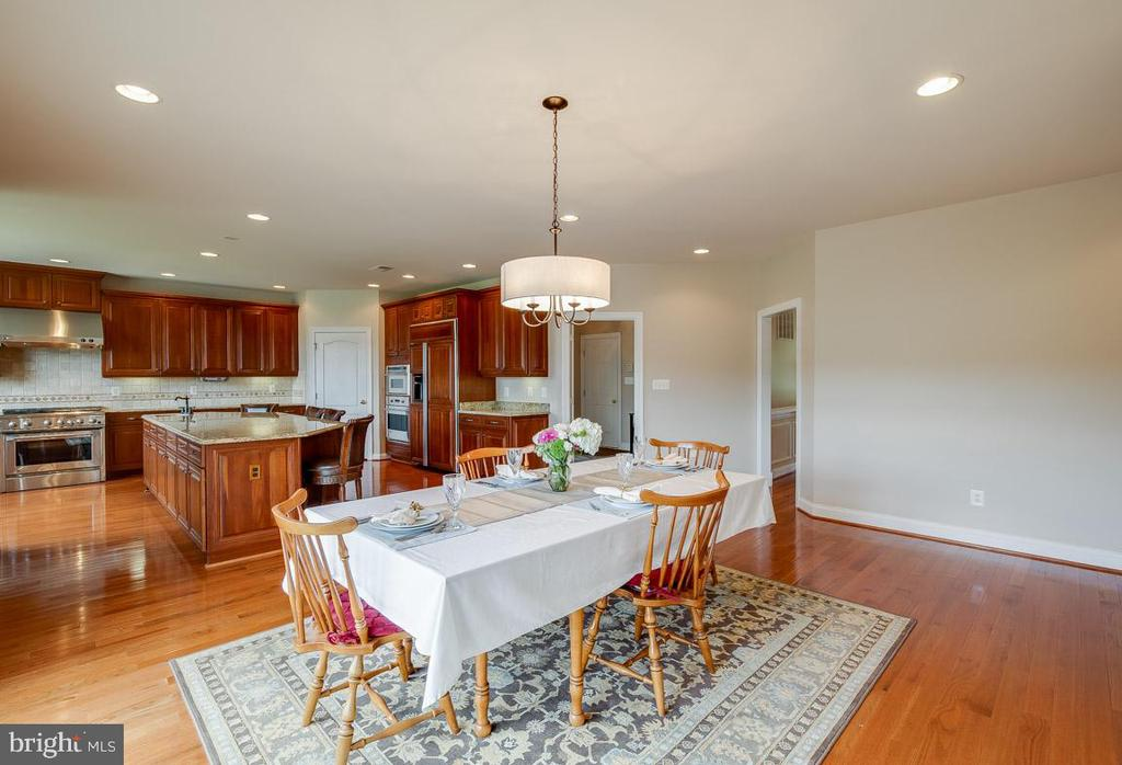 Ample room for up to an 8 person table - 15052 BANKFIELD DR, WATERFORD