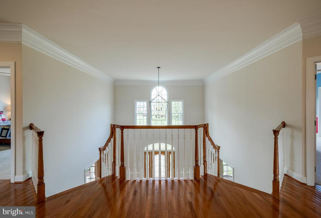 Second level landing looking onto Foyer - 15052 BANKFIELD DR, WATERFORD