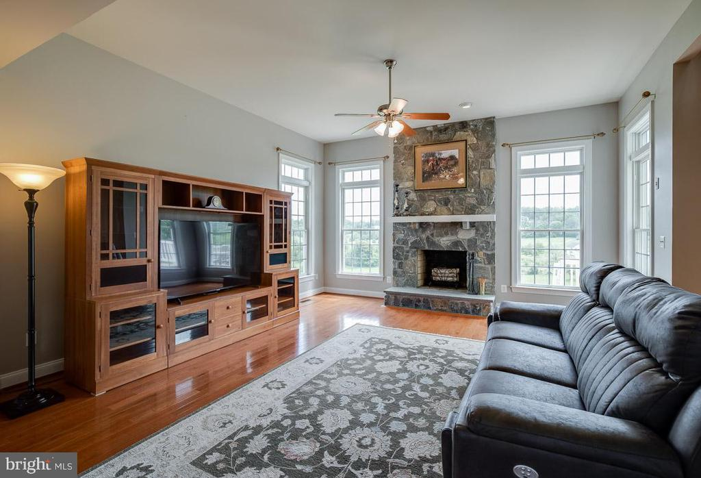 Family Room entering from Foyer - 15052 BANKFIELD DR, WATERFORD