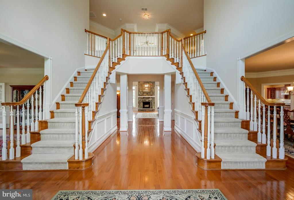 Grand Foyer with updated chandelier and new paint - 15052 BANKFIELD DR, WATERFORD