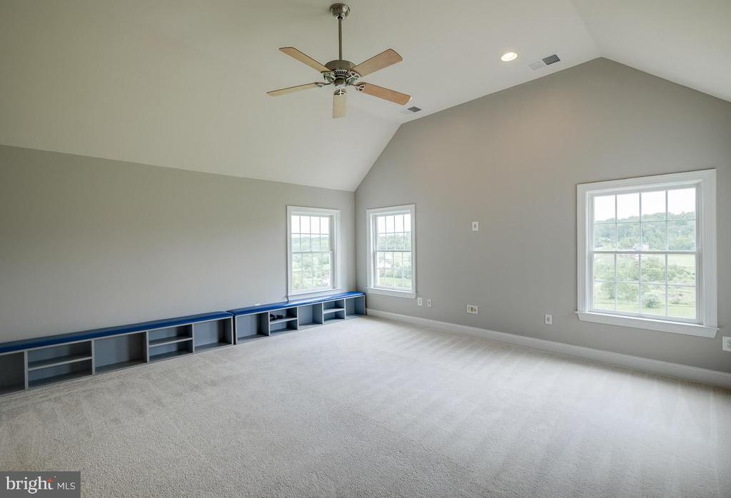 Huge 2nd level Bonus Room - 15052 BANKFIELD DR, WATERFORD