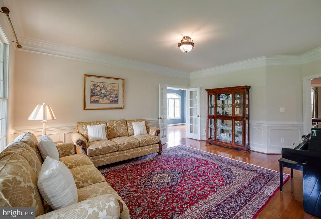 Large Formal Living Room - 15052 BANKFIELD DR, WATERFORD