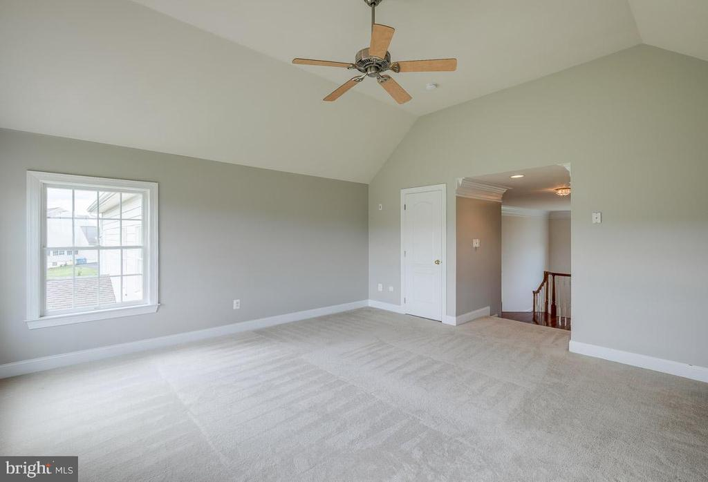 Only house in the development with this Bonus Room - 15052 BANKFIELD DR, WATERFORD
