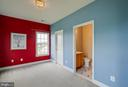 En suite and plenty of closet storage - 15052 BANKFIELD DR, WATERFORD
