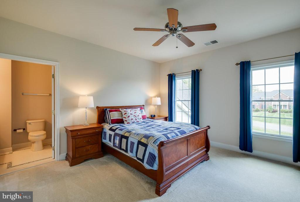 Third of four bedrooms perfect for guests - 15052 BANKFIELD DR, WATERFORD
