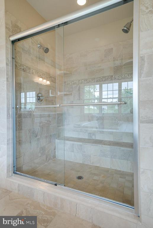 Large walk-in shower stall with full length bench - 15052 BANKFIELD DR, WATERFORD