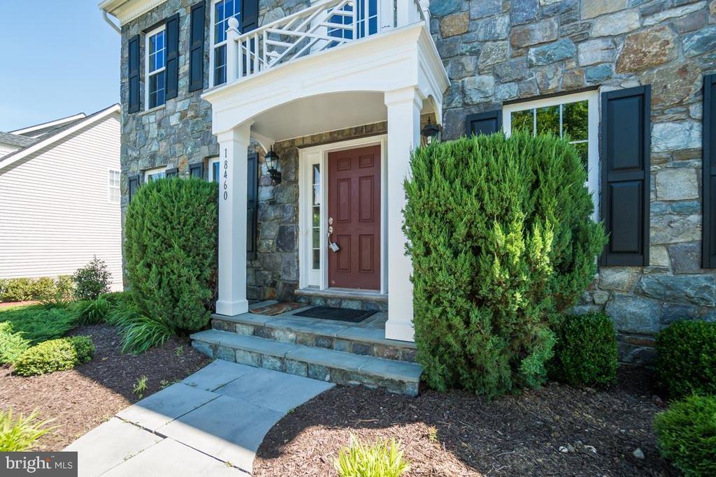 Real stoned facade - 18460 KERILL RD, TRIANGLE