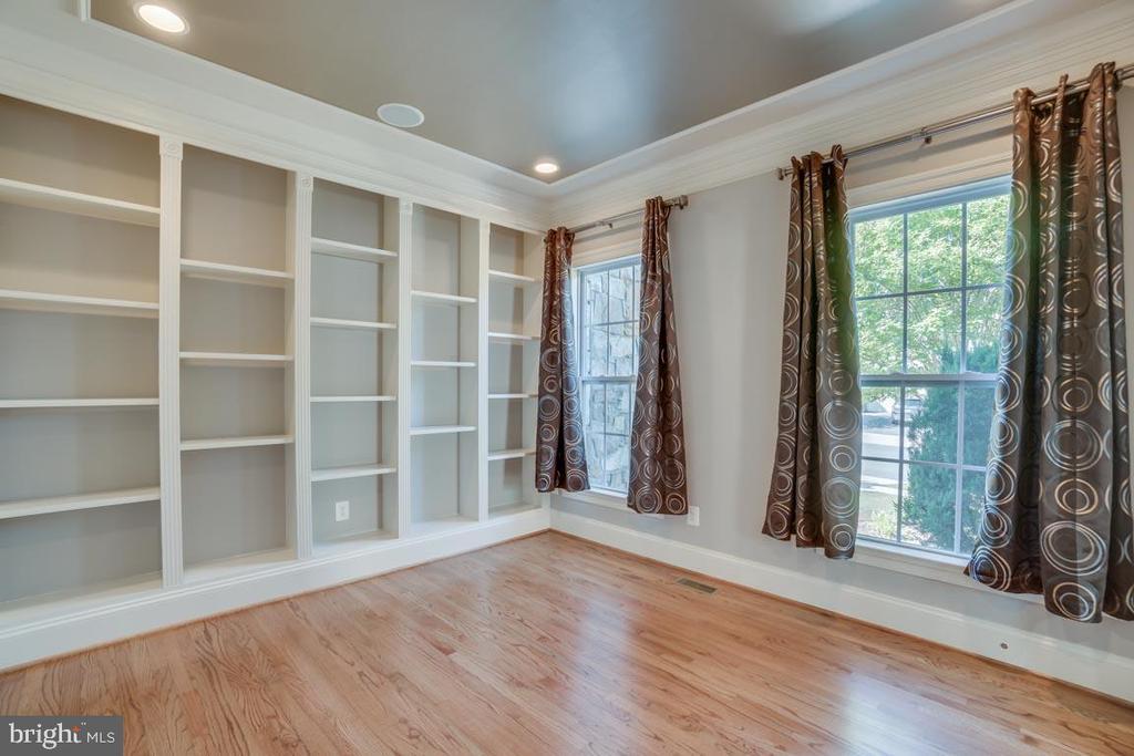 Built in book shelves in  1st floor office - 18460 KERILL RD, TRIANGLE