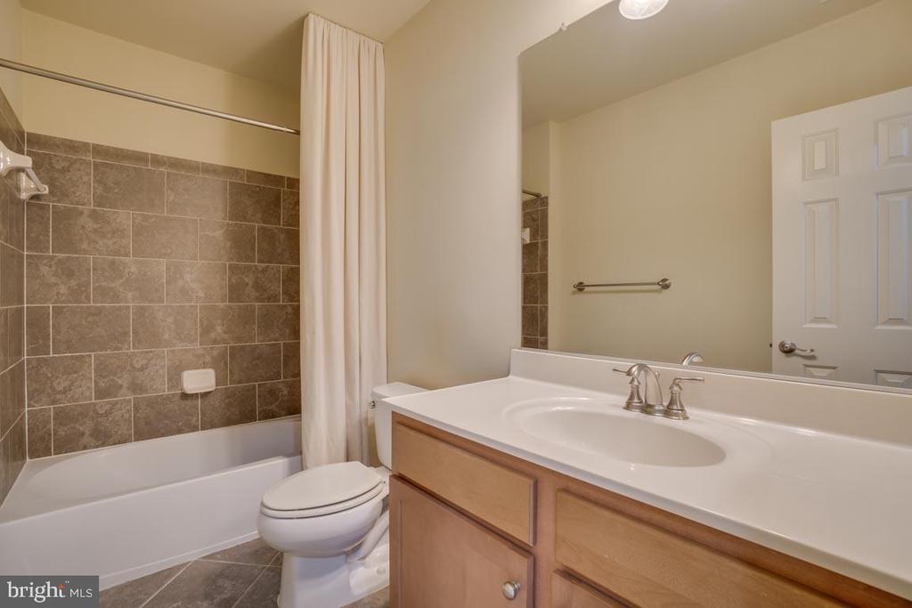 Hall bath - 18460 KERILL RD, TRIANGLE