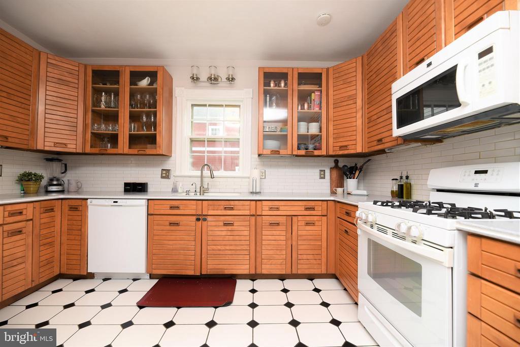 Spacious Kitchen - 765 MONROE ST, HERNDON