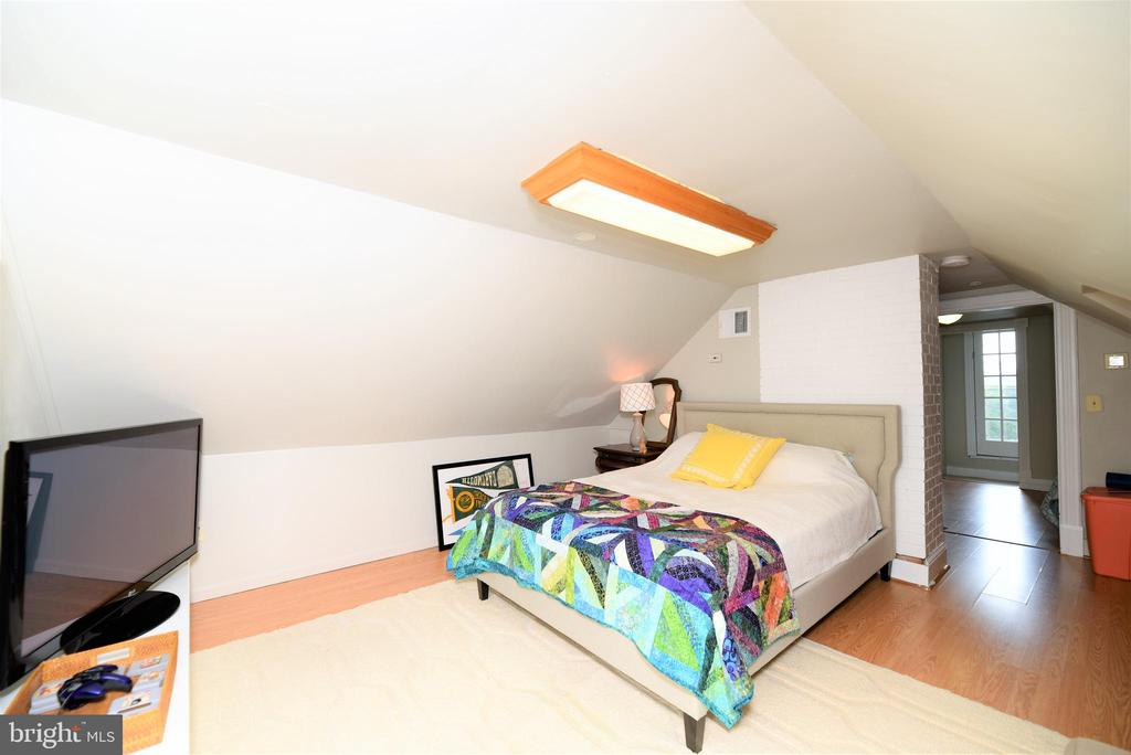 Finished Attic with a Full Bathroom - 765 MONROE ST, HERNDON