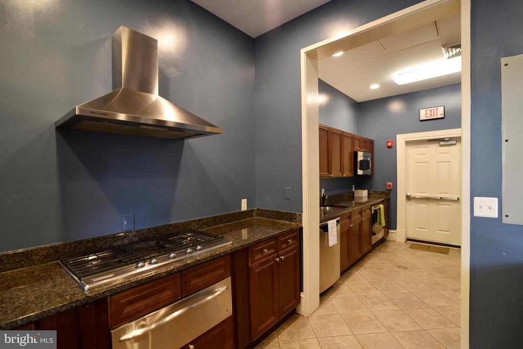 Clubhouse kitchen - 12144 CHANCERY STATION CIR, RESTON