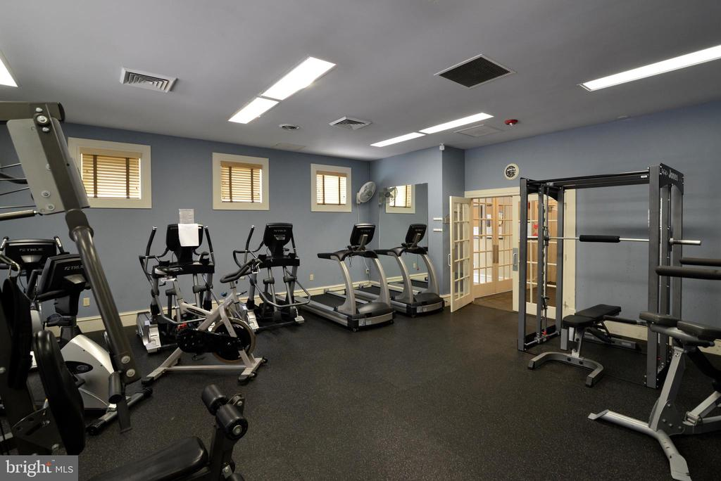 Neighborhood gym - 12144 CHANCERY STATION CIR, RESTON