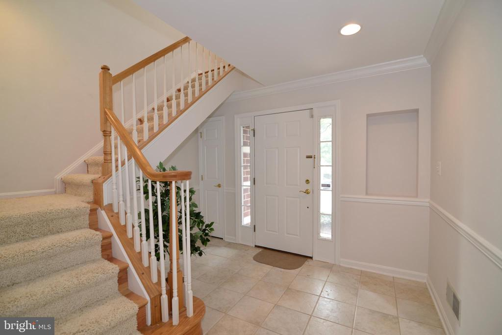 Front door and foyer - 12144 CHANCERY STATION CIR, RESTON