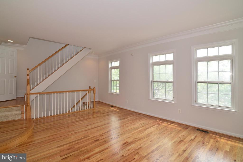 Living room - 12144 CHANCERY STATION CIR, RESTON