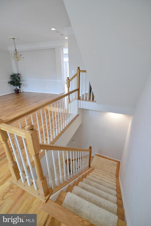 Upper level landing - 12144 CHANCERY STATION CIR, RESTON