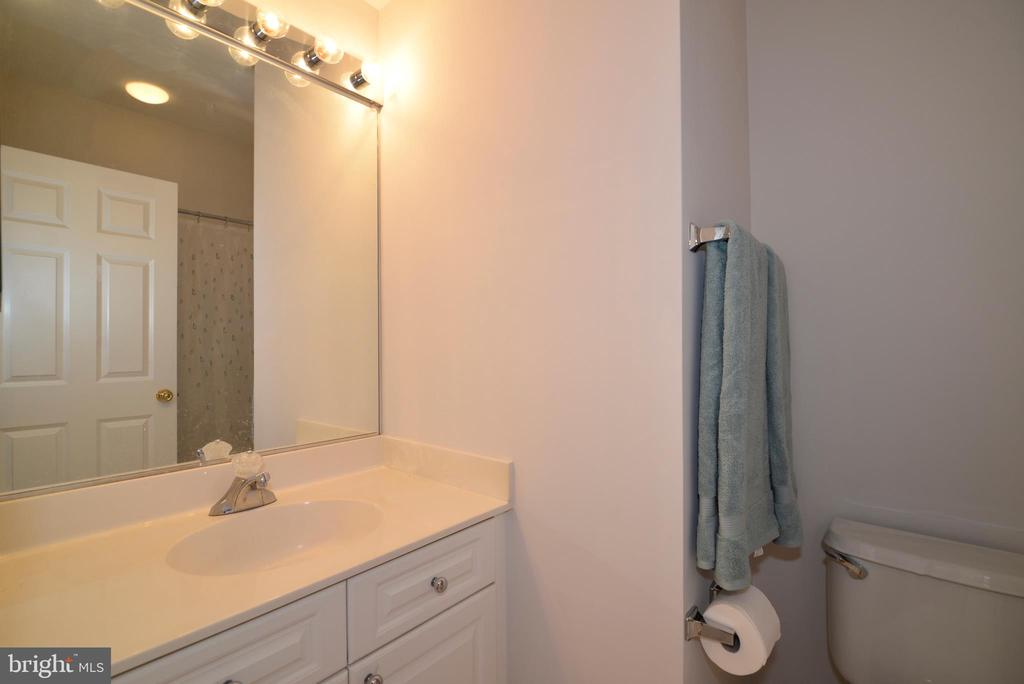 Upper level hall bath - 12144 CHANCERY STATION CIR, RESTON