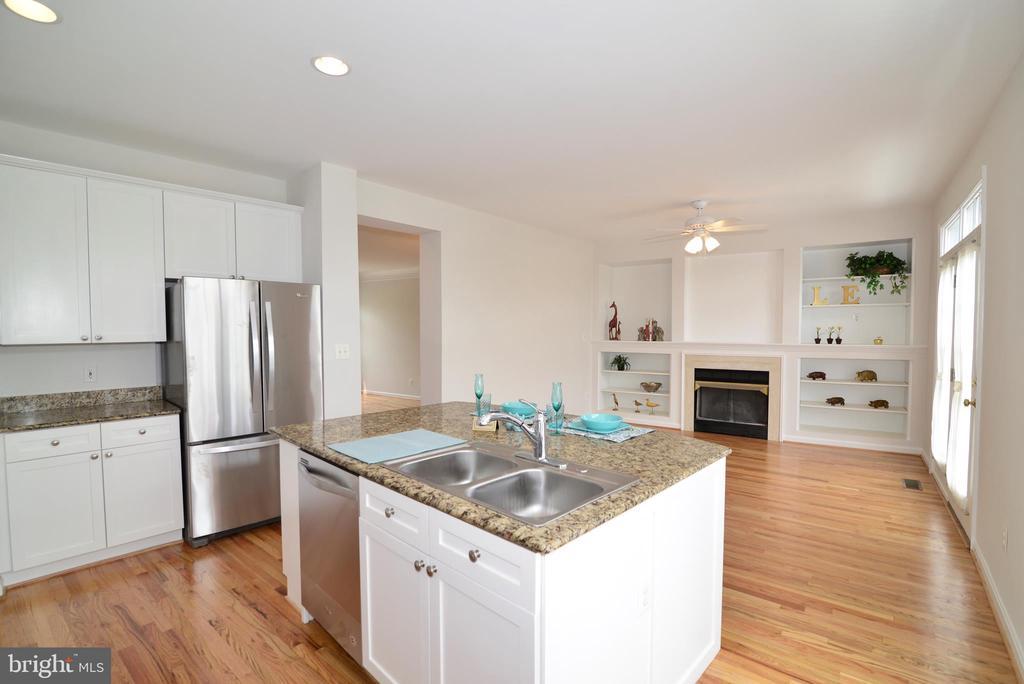 Kitchen/family room combo - 12144 CHANCERY STATION CIR, RESTON