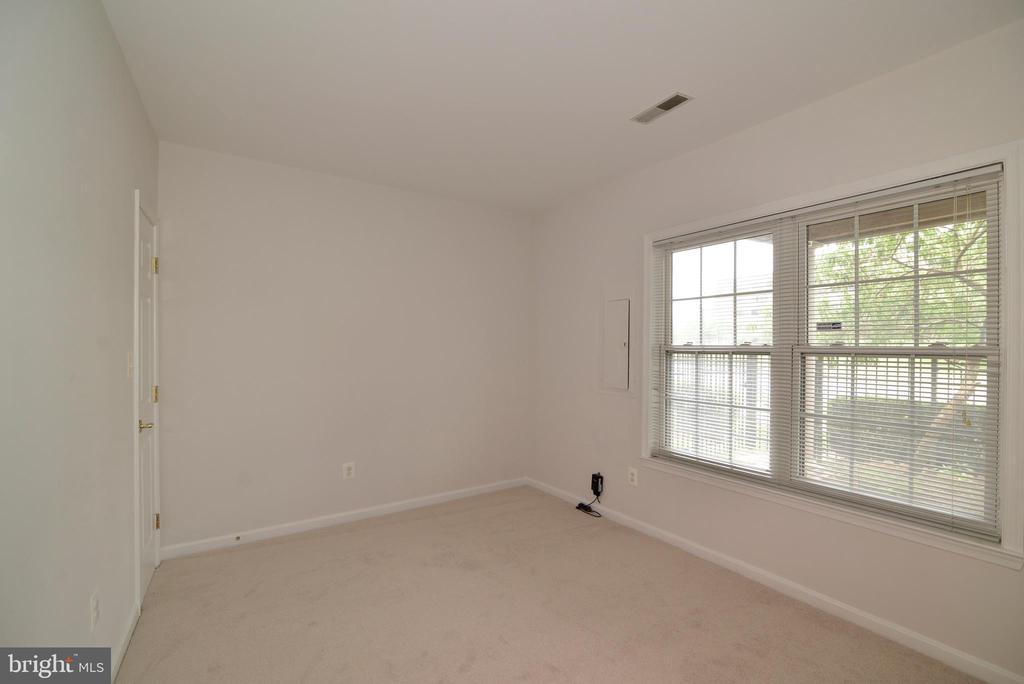 Lower level bedroom - 12144 CHANCERY STATION CIR, RESTON