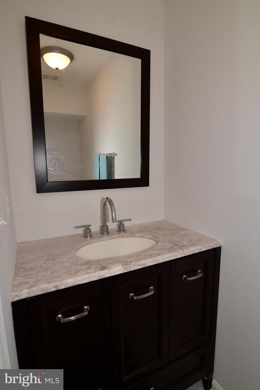 Powder room - 12144 CHANCERY STATION CIR, RESTON