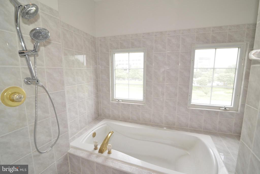 Master bathroom - 12144 CHANCERY STATION CIR, RESTON