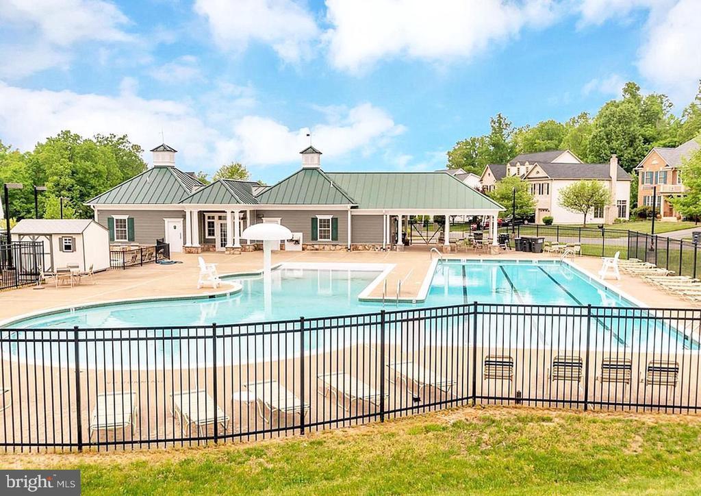Community pool - 18460 KERILL RD, TRIANGLE