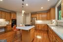 Generous working counter space - 1590 MONTMORENCY DR, VIENNA