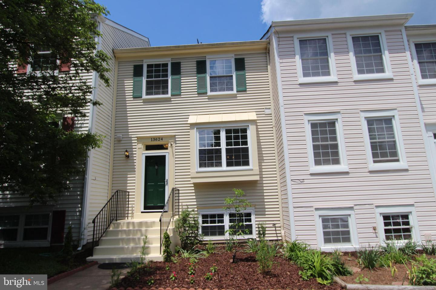 Single Family for Sale at 13624 Wildflower Ln Clifton, Virginia 20124 United States