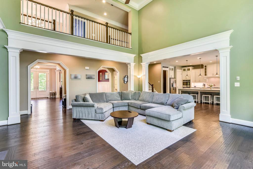 Open and airy floorplan - 41984 PADDOCK GATE PL, ASHBURN