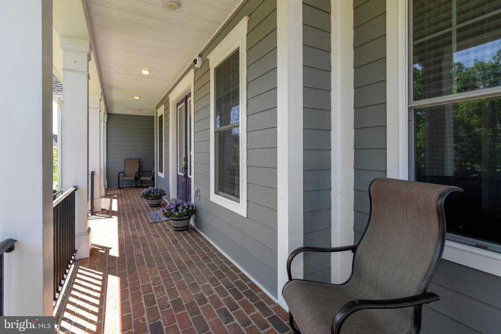 Lovely front porch - 41984 PADDOCK GATE PL, ASHBURN