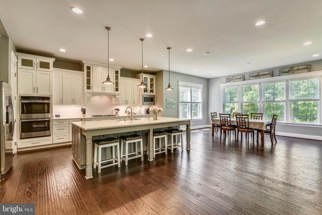 Stylish gourmet kitchen~W/island and morning room - 41984 PADDOCK GATE PL, ASHBURN