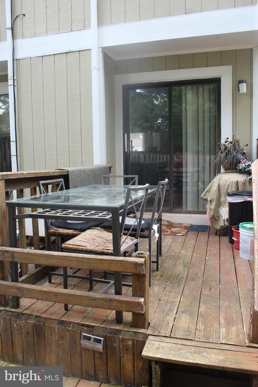 Rear deck for BBQing - 31 SUGARLAND SQUARE CT, STERLING