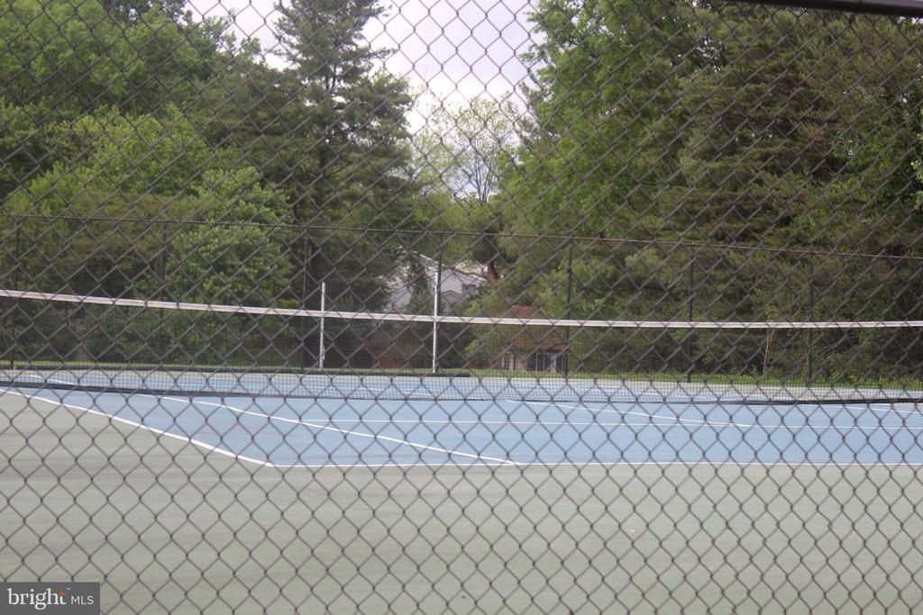 Community Tennis Court - 31 SUGARLAND SQUARE CT, STERLING