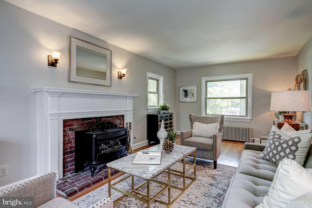 Main Level - Living Room - 27 N FENWICK ST, ARLINGTON