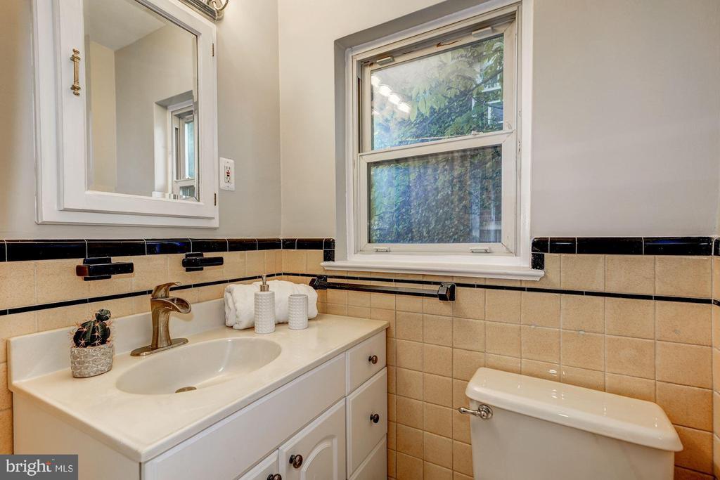 Main Level - Full Bath - 27 N FENWICK ST, ARLINGTON