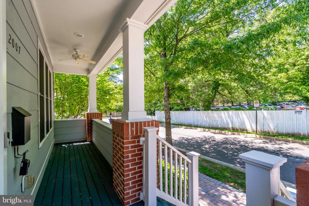 Charming front porch for relaxing. - 2007 N POLLARD ST, ARLINGTON