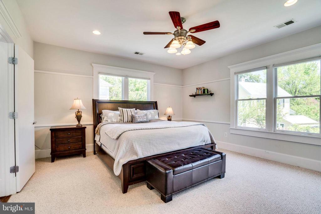 Master Bedroom with plenty of natural light - 2007 N POLLARD ST, ARLINGTON