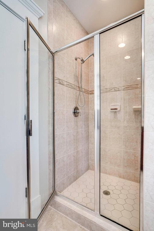 Separate shower in the Master Bath - 2007 N POLLARD ST, ARLINGTON