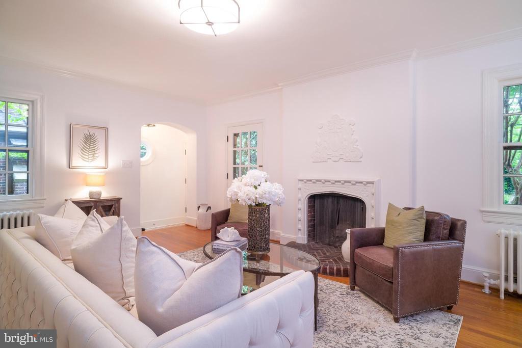 Living room looking toward entry - 3631 VAN NESS ST NW, WASHINGTON